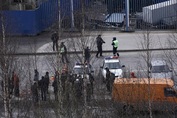 Свидетели : милиция  ищет бомбу вдоме наПолюстровском проспекте