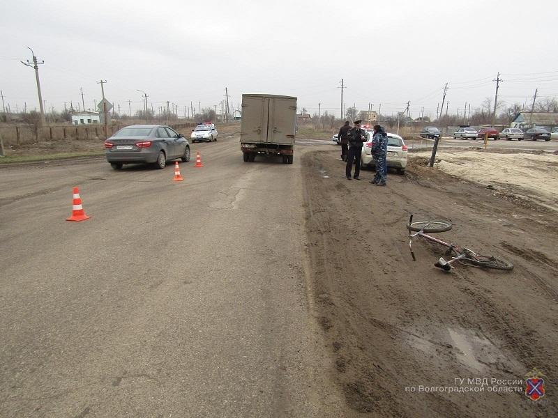 ВКотельниково ребенок упал навелосипеде ипопал под колёса «Газели»
