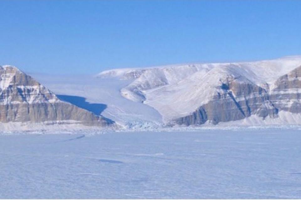 NASA показало фото трещины водном изкрупнейших ледников Гренландии