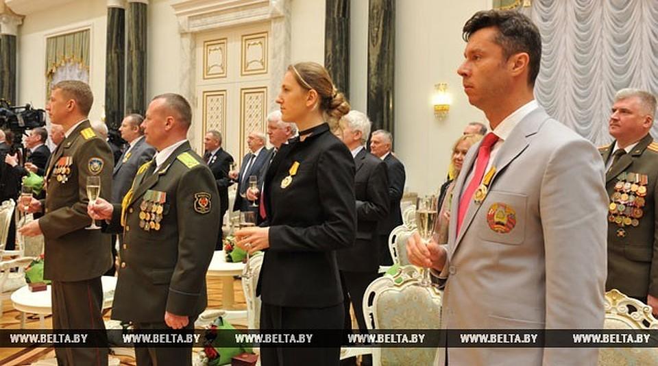 Лукашенко назвал Азаренко великой спортсменкой ивручил ейорден