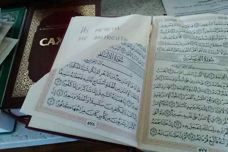 Вмечети Бахчисарая вандалы разорвали несколько Коранов