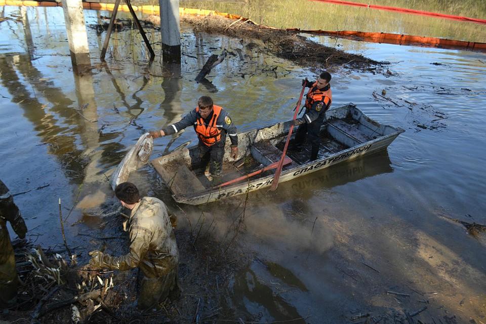 Загрязнение акватории Лихачевской излучины Уфимки устраняют профессионалы