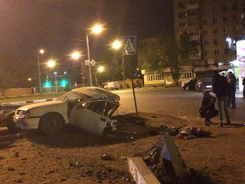ВЛенинском районе Воронежа автомобилист налегковушке влетел встолб и умер