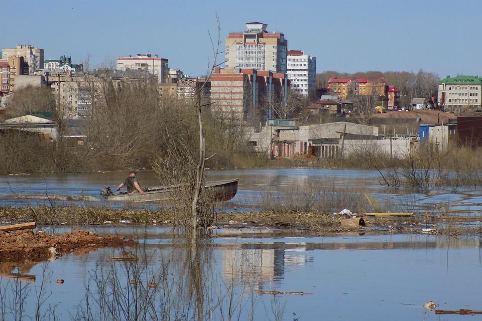 Вода вреке Вятке продолжает прибывать— Паводок вКирове