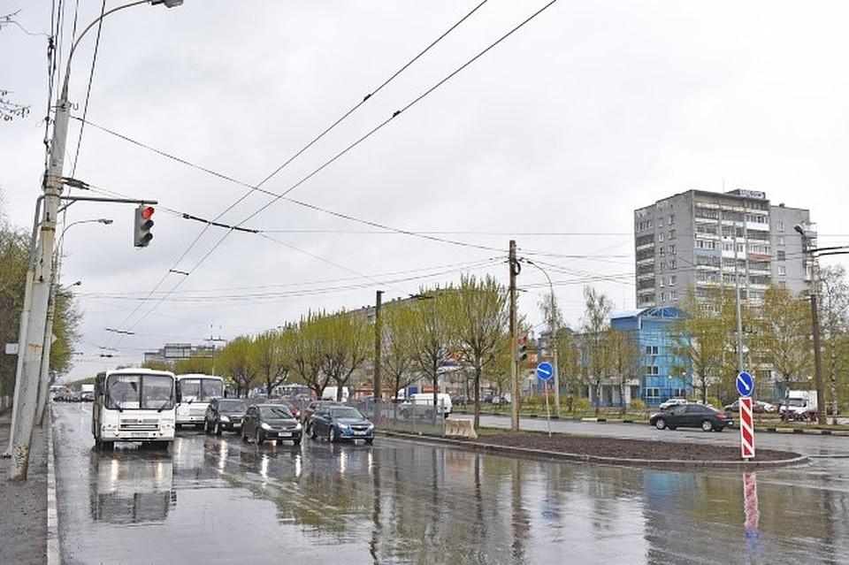 Насамом широком перекрестке Дзержинского района установят 14 новых светофоров