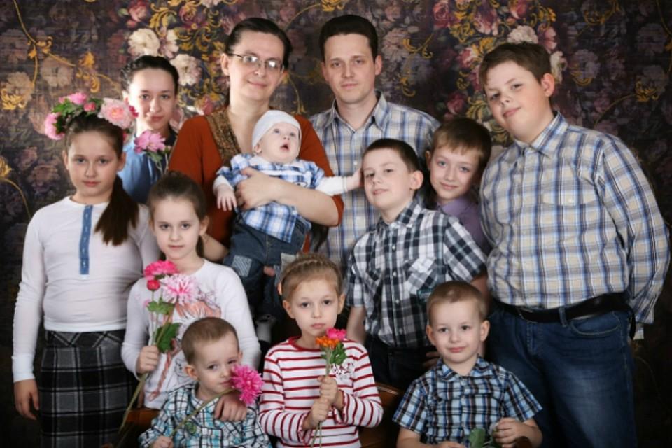 Президент Путин подчеркнул семью изОмска, вкоторой воспитывается 10 детей