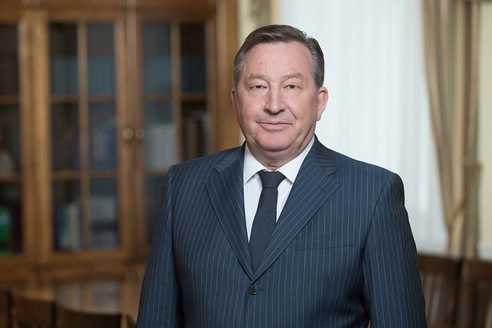 Губернатор Александр Карлин загод заработал 4 млн 11 тыс. руб.