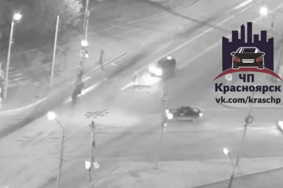 ВКрасноярске нетрезвый автомобилист сбил девушку напешеходном переходе