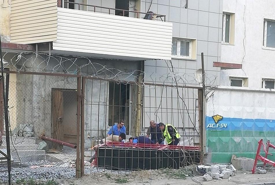 Строительная люлька срабочим рухнула с11 этажа вНовосибирске