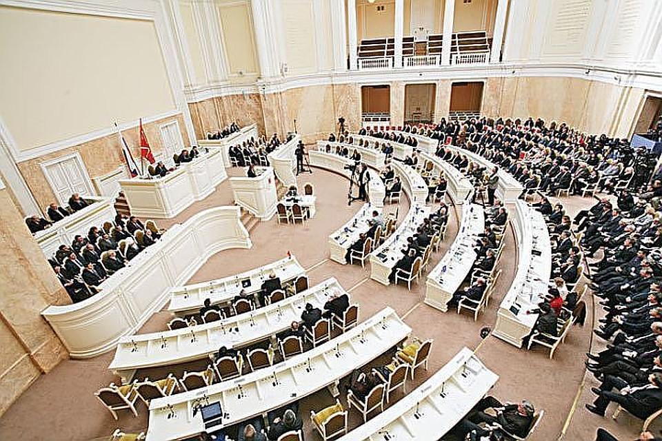 Оппозиционных депутатов вПетербурге посоветовали отнять мандатов
