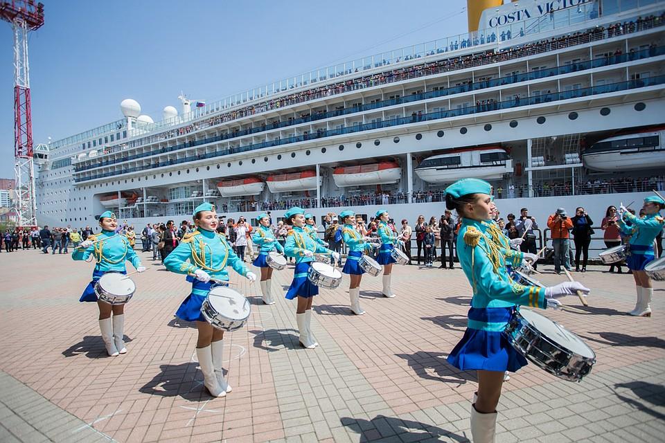 Круизный лайнер Costa NeoRomantica зашел впорт Владивосток