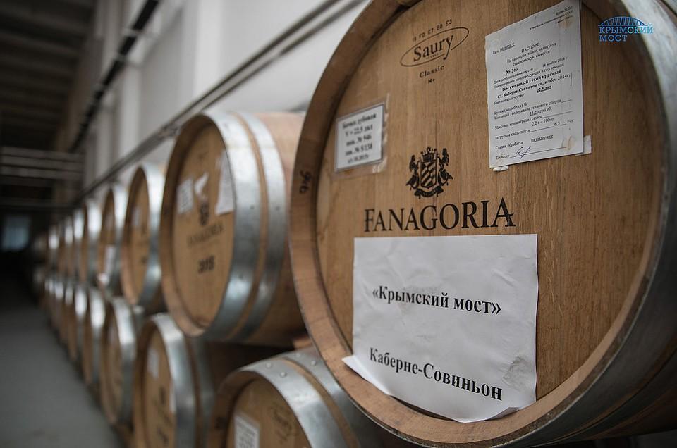 Вино «Крымский мост» начали разливать побутылкам