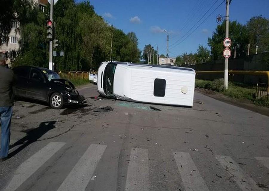 ВЖигулевске микроавтобус, опрокинутый «Грантой», зацепил «Нисан»
