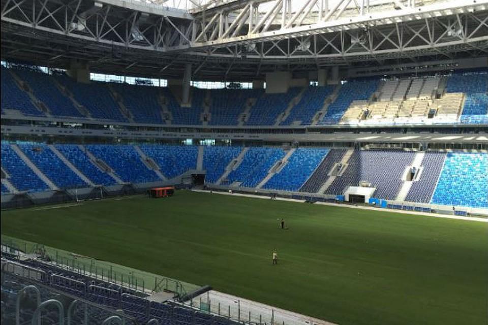Настадионе «Санкт-Петербург» идет динамичная  работа поукладке рулонного газона