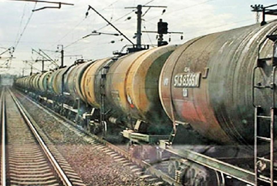 ВКазани молодых людей, которые катались накрыше товарного вагона поезда, ударило током