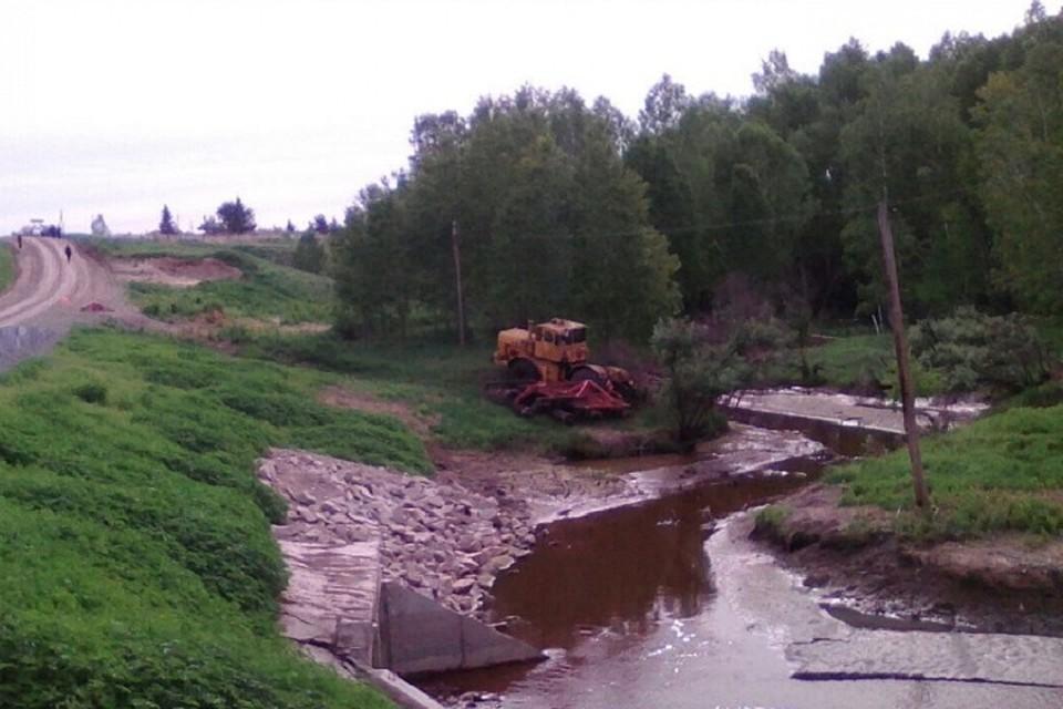 Трактор задавил своего водителя натрассе под Новосибирском