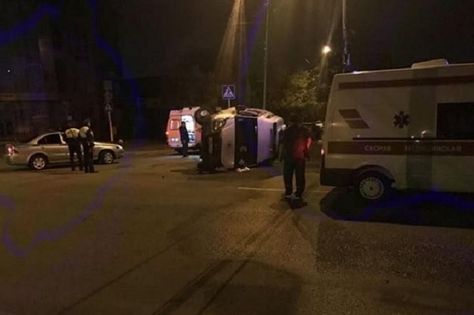 Скорая помощь столкнулась слегковушкой вСтаврополе. Четверо пострадали