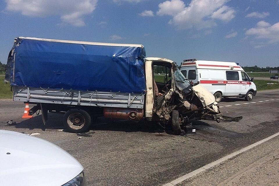 ВСтаврополе грузовой автомобиль врезался впассажирскую маршрутку, погибла женщина