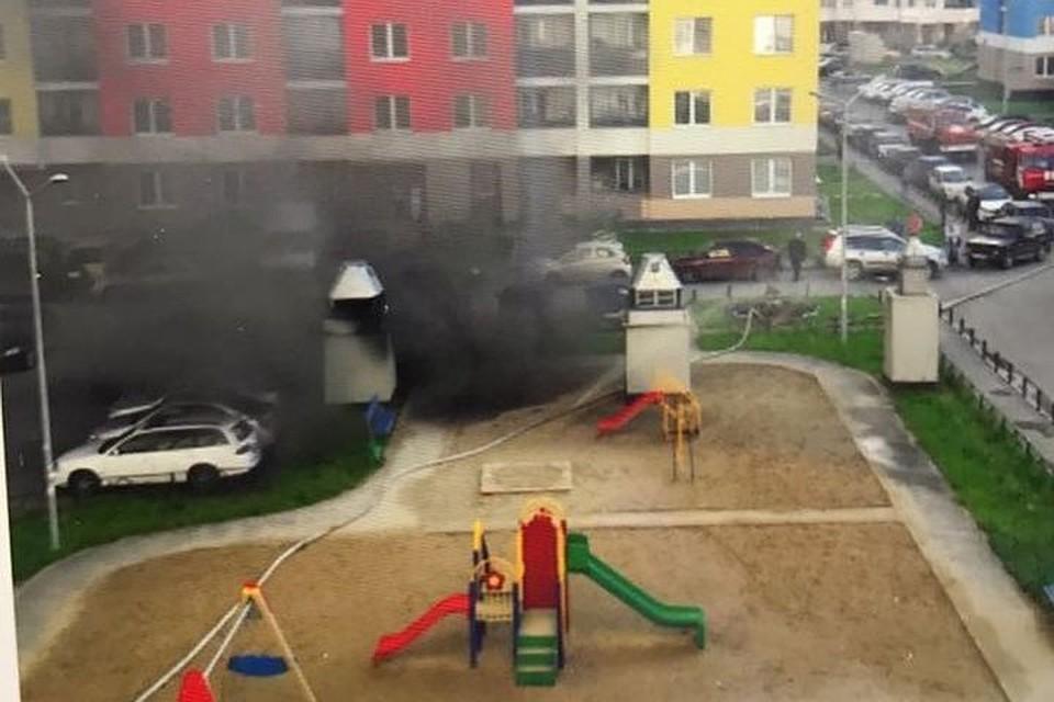 Три автомобиля сгорели на стоянке Екатеринбурга