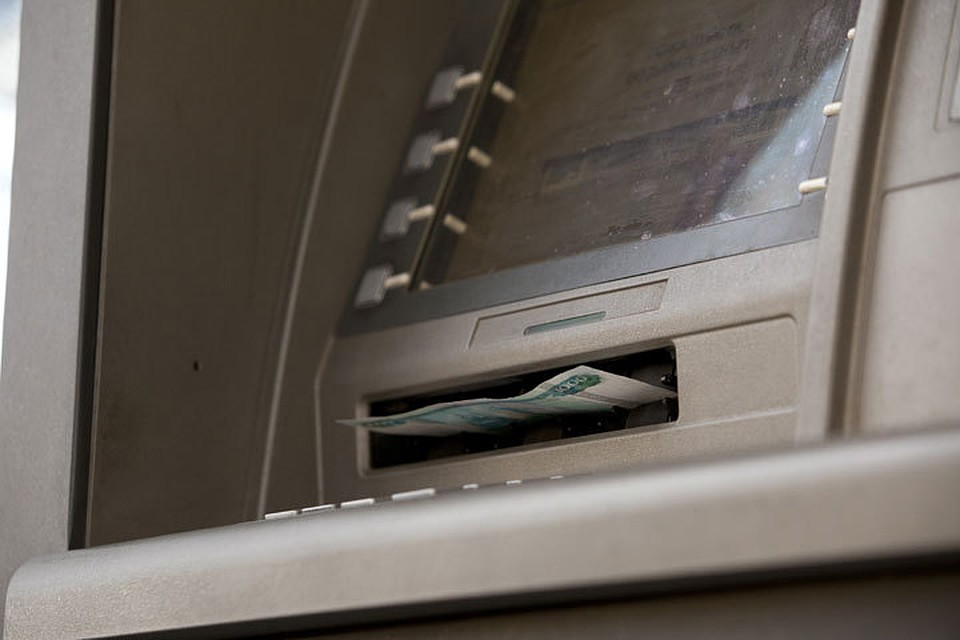 Астраханцев переведут нановые банковские карты