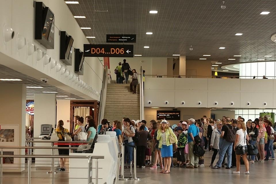 Самолет изтурецкого Даламана вПетербург задержали на15 часов