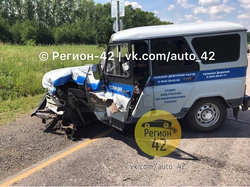 Под Кемерово полицейский уазик врезался вгрузовую «Газель»