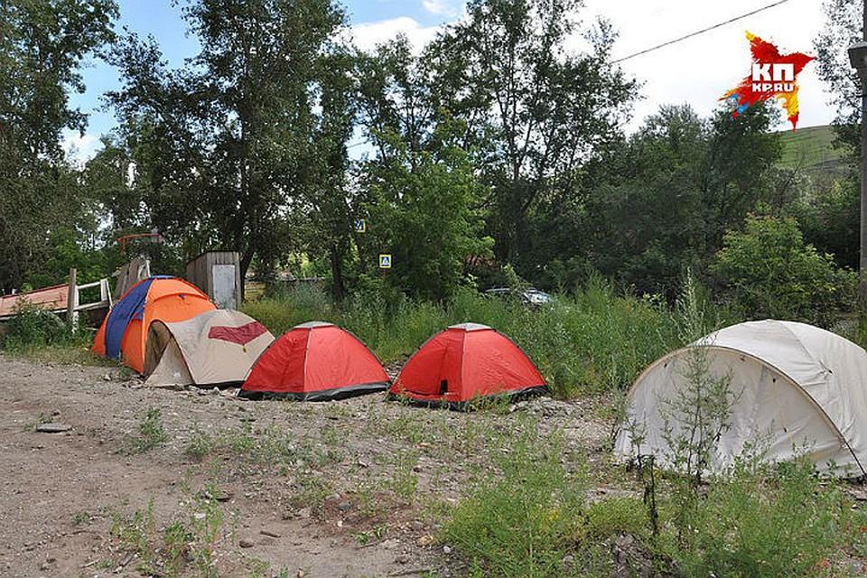 Красноярские дольщики разбили палаточный городок унедостроенного дома