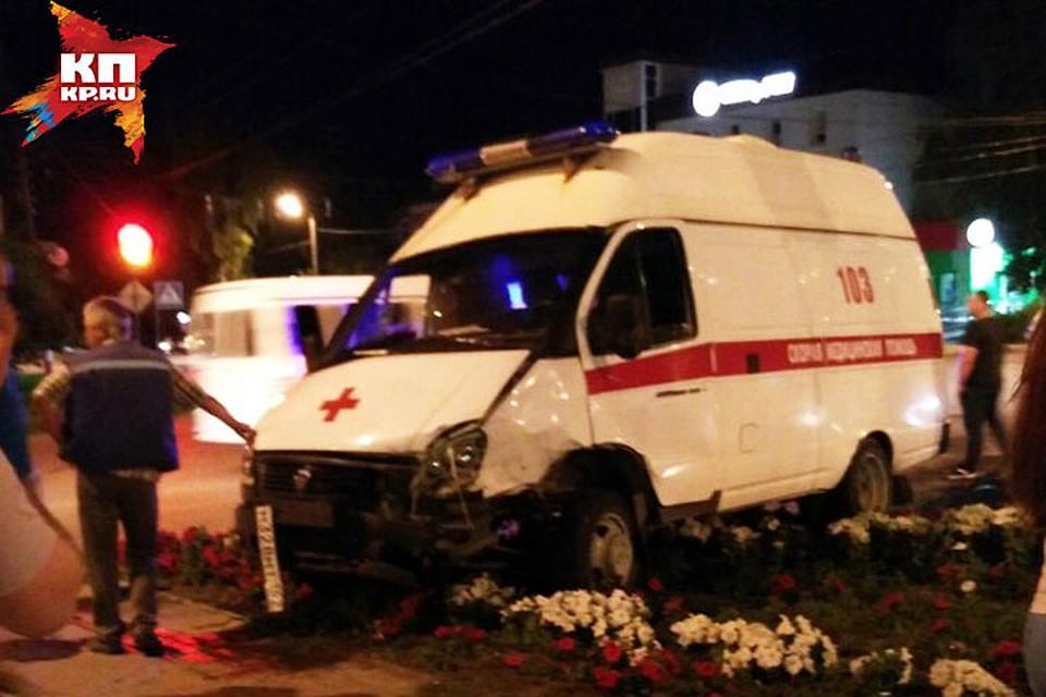 'Скорая и иномарка столкнулись в Арзамасе. Фото Валентина Колесникова