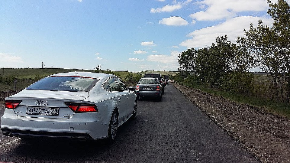 Строители дороги «Таврида» заасфальтировали первые километры автоподходов кКрымскому мосту