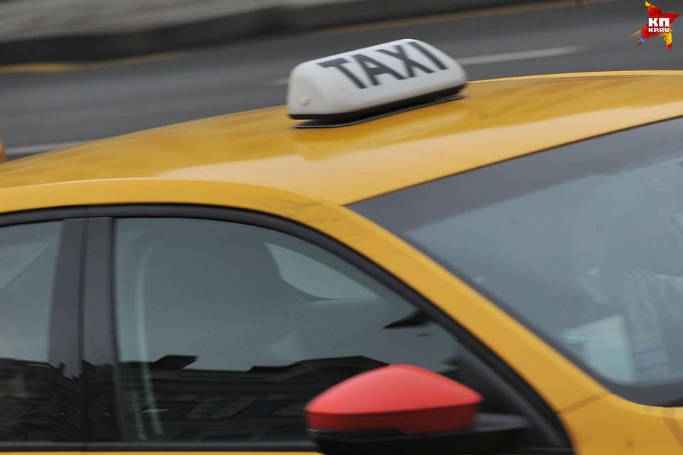 ВБрянске таксист снял скарты нетрезвой пассажирки 11 тыс. руб.