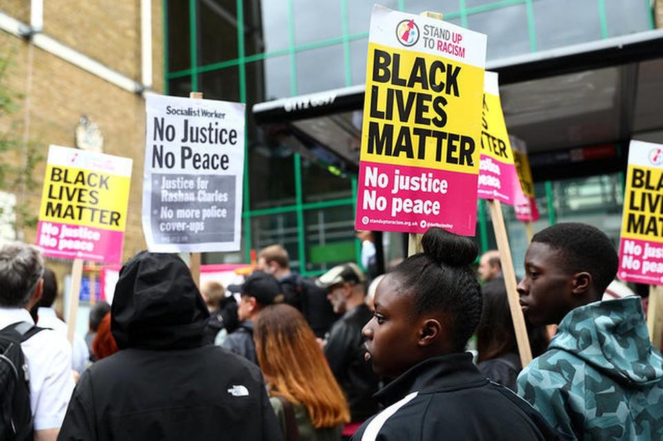 Впроцессе беспорядков встолице Англии пострадал полицейский