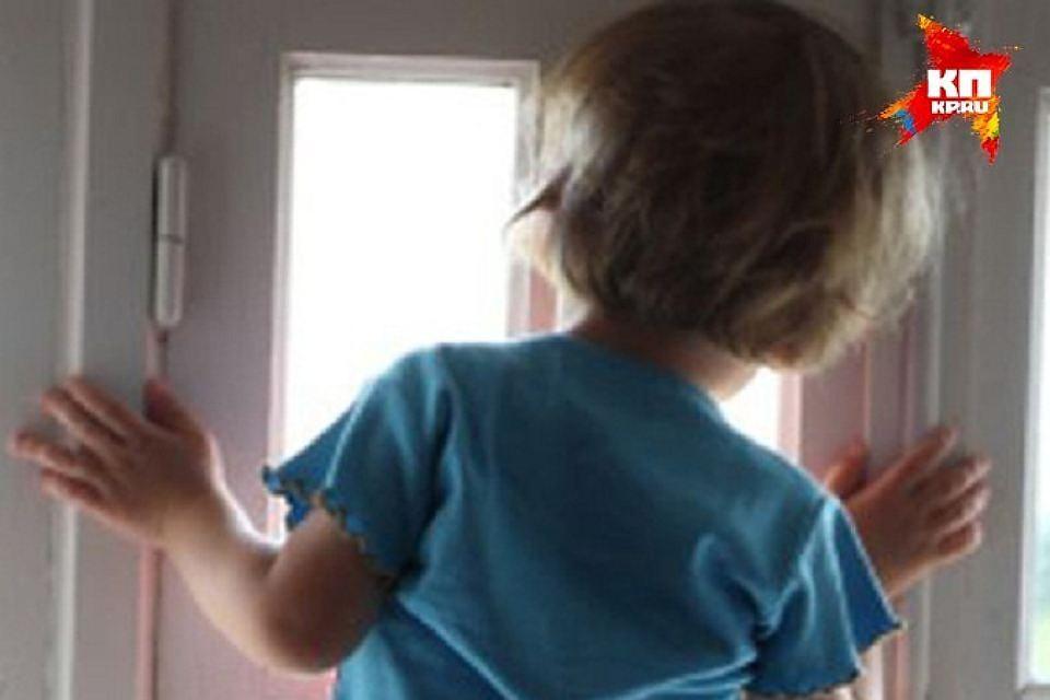 Двухлетний ребенок вОрловской области выпал изокна четвертого этажа ивыжил