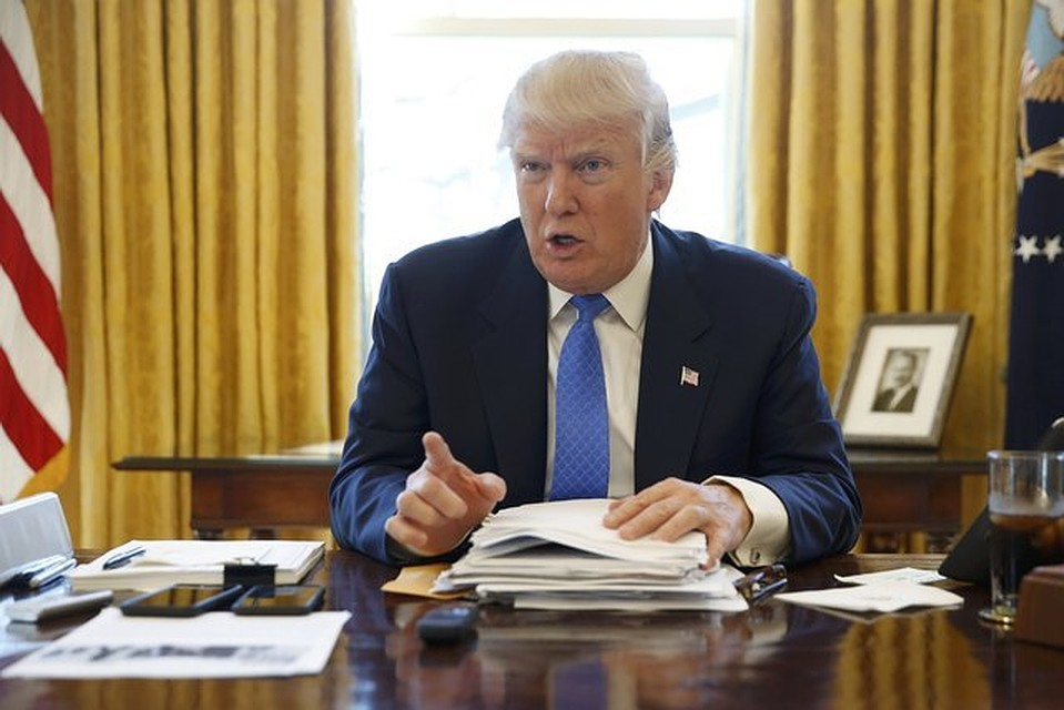 Трамп уезжает вотпуск навремя ремонта кондиционеров вБелом доме
