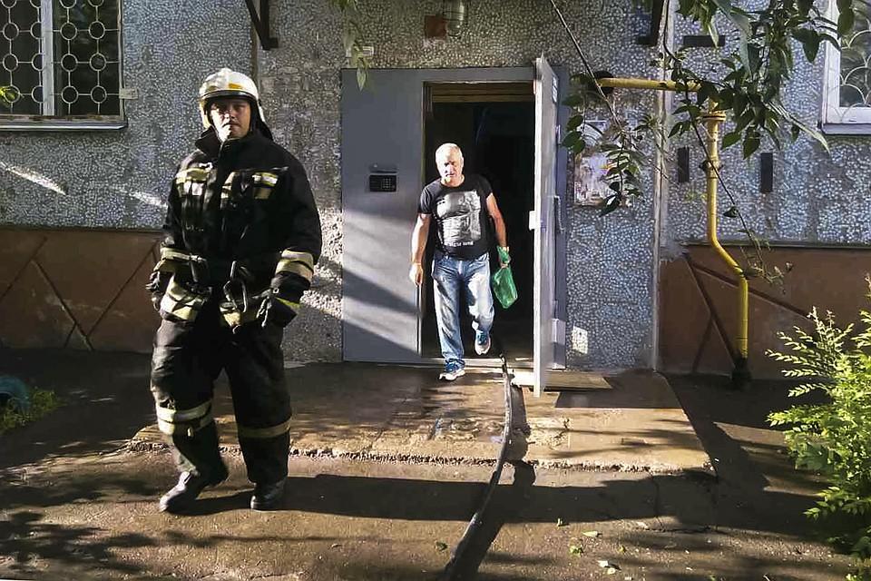 Напожаре вОмске спасли 11 человек и 2-х попугаев