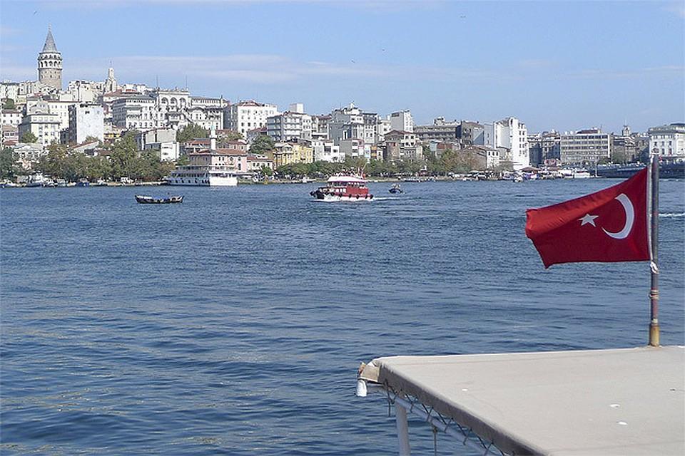 Турция временно блокировала движение судов через пролив Босфор