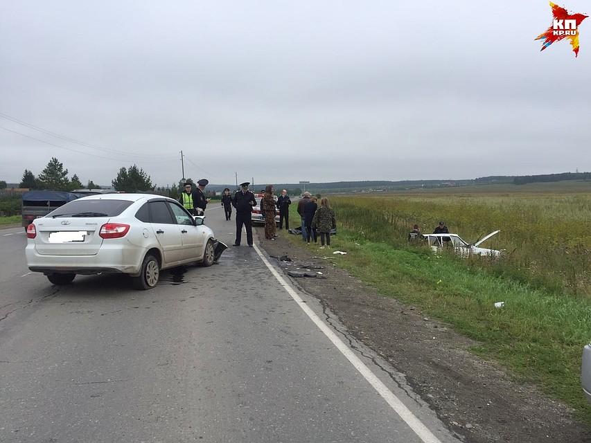 Появились фотографии серьезного ДТП наУрале, вкотором погибли два человека