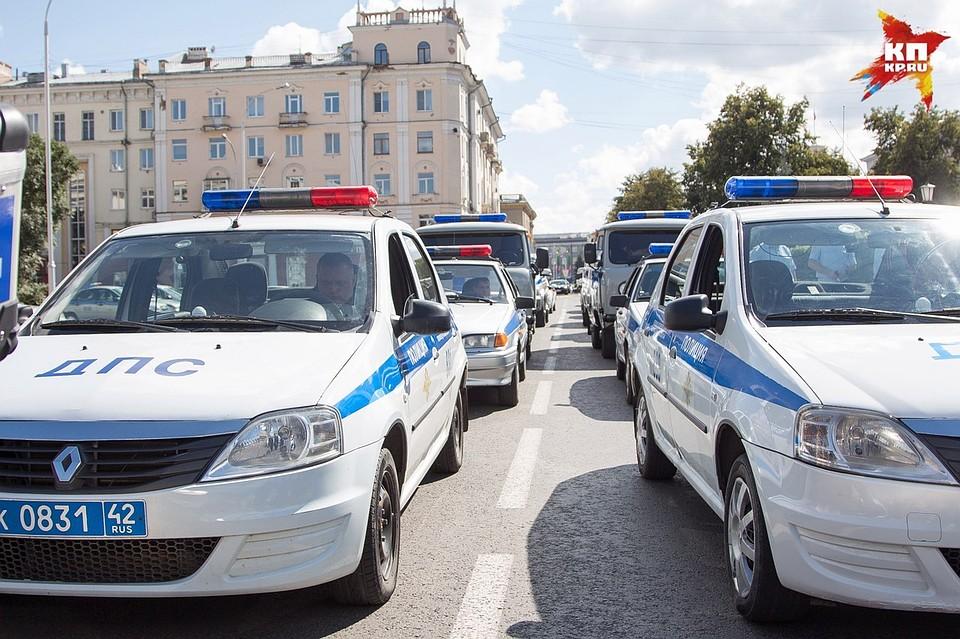 ВКузбассе сопровождавшие автобусы полицейские попали вДТП натрассе