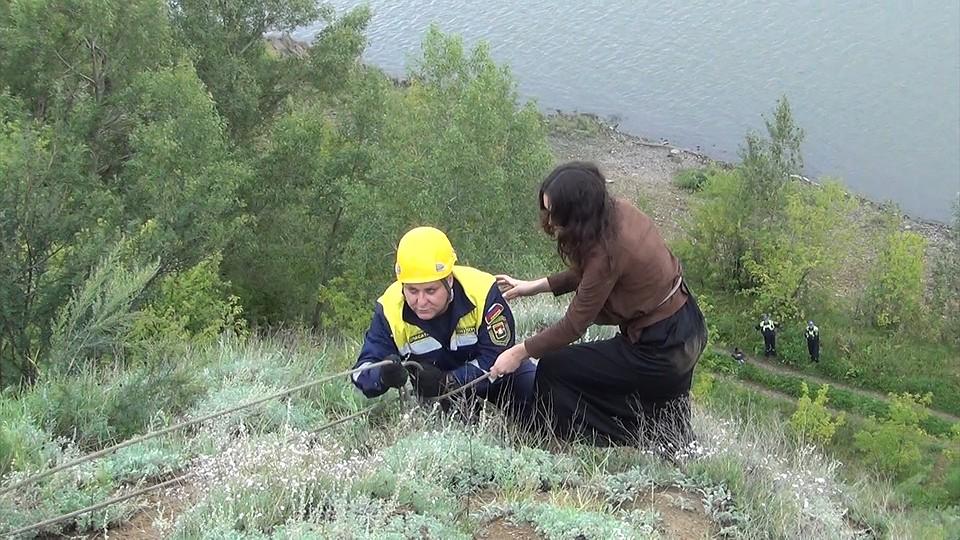 Жительница Кемерова забралась нагору ради селфи инесмогла опуститься сама