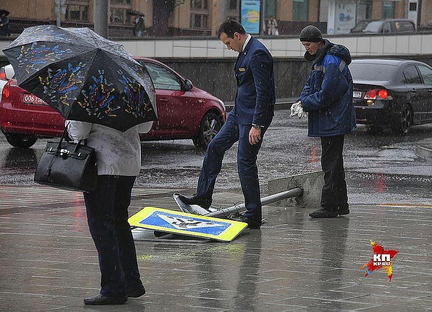 Синоптики предупреждают осильном ветре спорывами— Шторм в российской столице