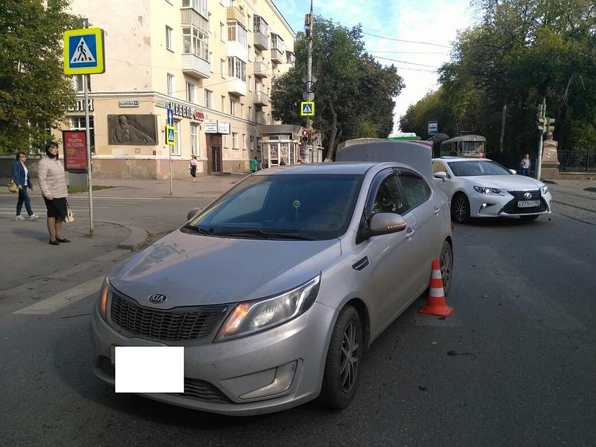 Вцентре Екатеринбурга Кия Rio сбила женщину с сыном