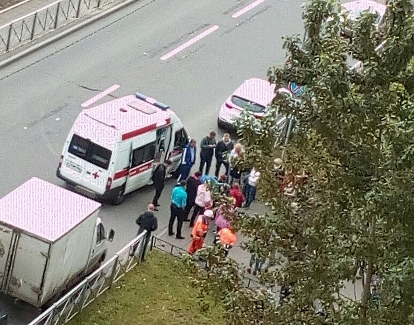 Наулице вПетербурге разом упали замертво трое парней
