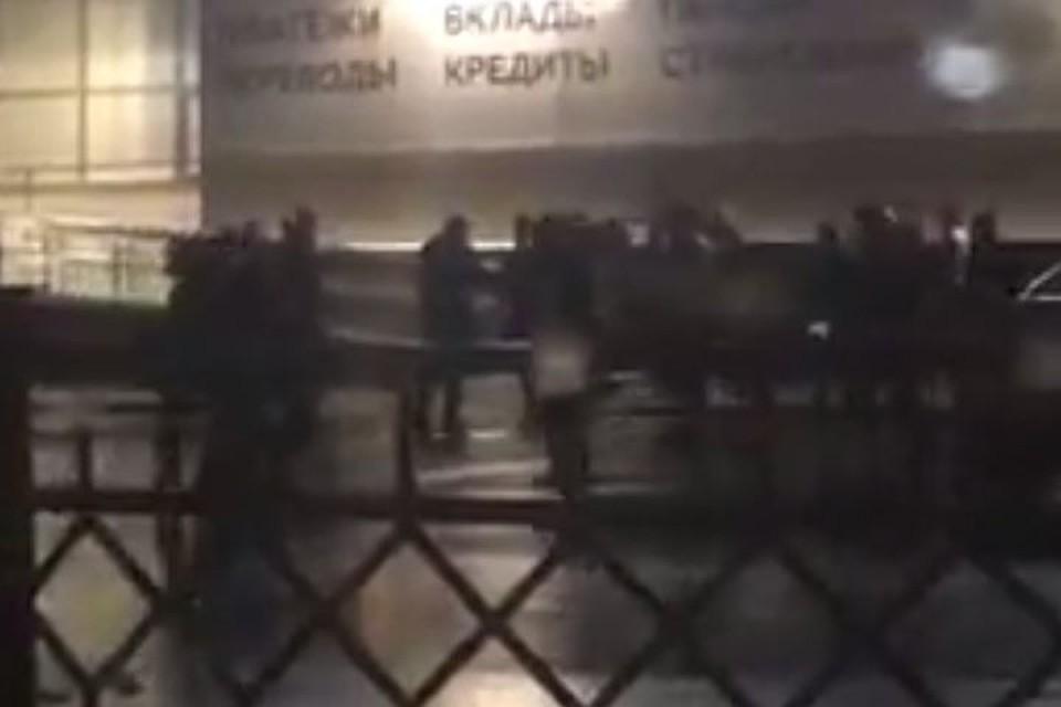 Очевидец обнародовал неповторимое видео свооруженной разборкой вЗаельцовском районе Новосибирска