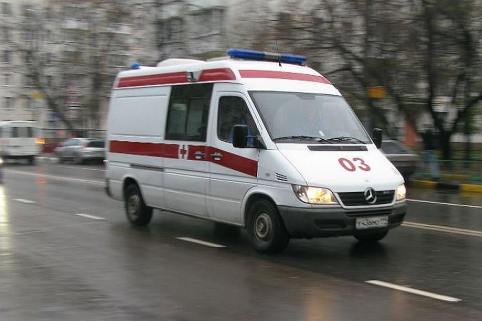 Напешеходном переходе автомобиль сбил 2-х пешеходов напроспекте Стачек