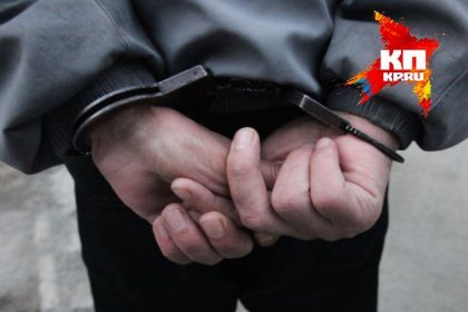 Пираты спистолетом ограбили салон связи наВетеранов на400 тыс. руб.