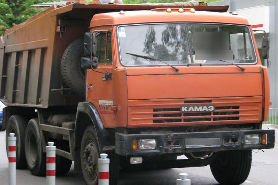 ВВоронежской области встолкновении фургона итрактора умер мужчина