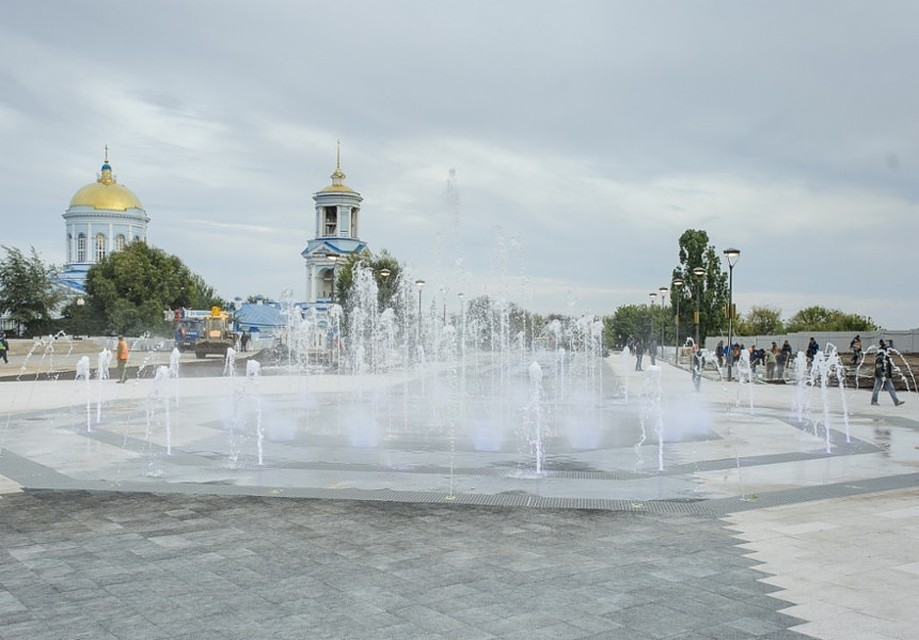 ВВоронеже наСоветской площади открыли «сухой» фонтан сцветомузыкой