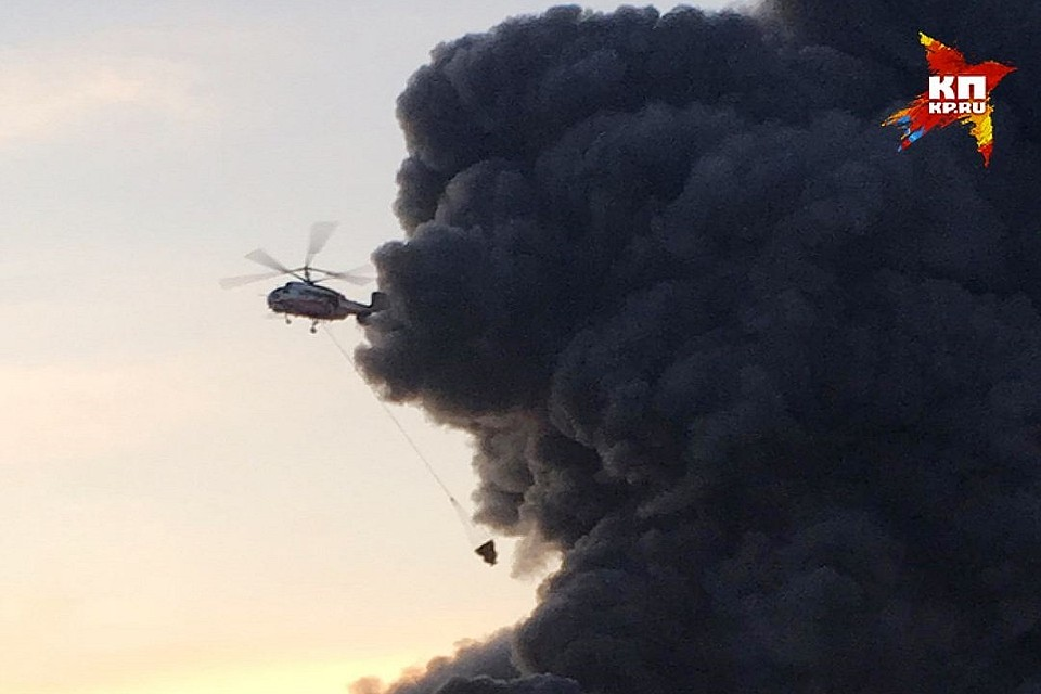Пожар нарынке «Синдика» в столице России: вертолеты скинули 230 тонн воды