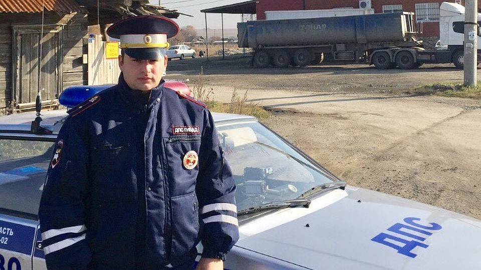 НаУрале полицейский спас четырех детей изгорящего дома