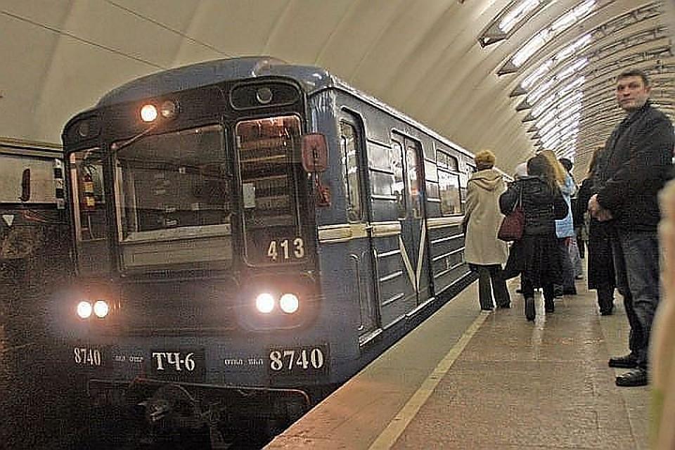 Впетербургском метро перенесут места остановок первых вагонов на 2-х линиях