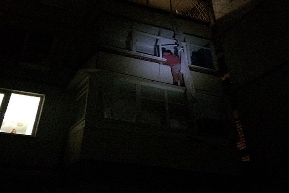 Астраханка застряла настене высотки, спускаясь попростыням с7 этажа
